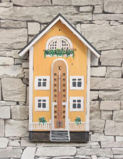 Keltainen huvila -lämpömittari/Myyty